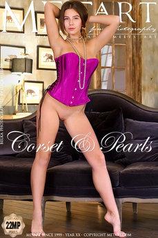 Corset & Pearls