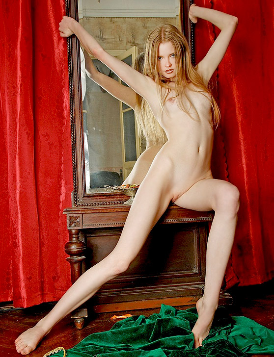 Avril A: Snaps, by Thierry Murrell, slender model, many erotic poses