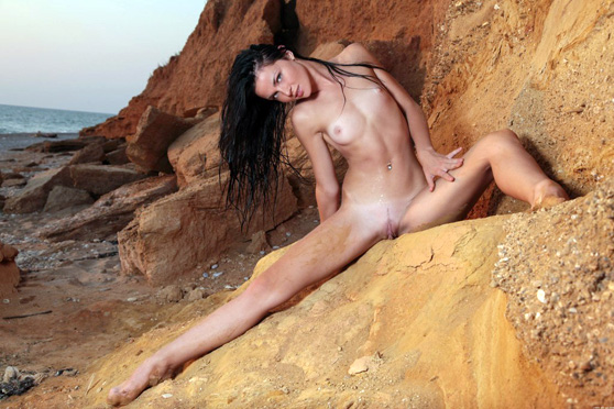 Daloria A: Eravian, by Peter Guzman, total nude, natural, erotic art