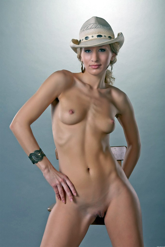 Lera D: Presenting, by Catherine, first nudes, hard body, erotic pix