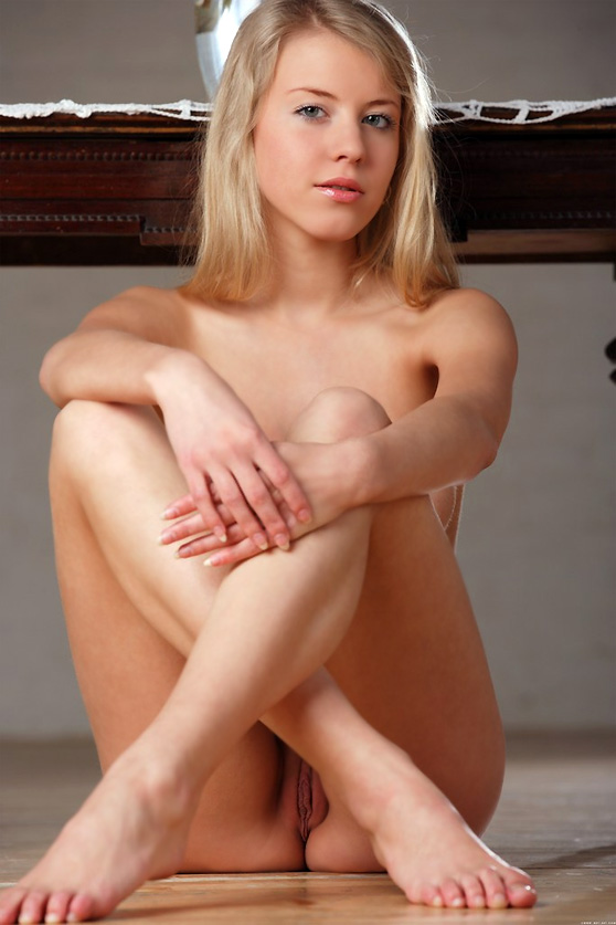 Barbara D: Exchange, by Alex Sironi, amazing body/young blonde beauty