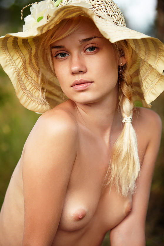 Aljena A: Livadi, by Dmitry Maslof, natural beauty, lovely nude art pix