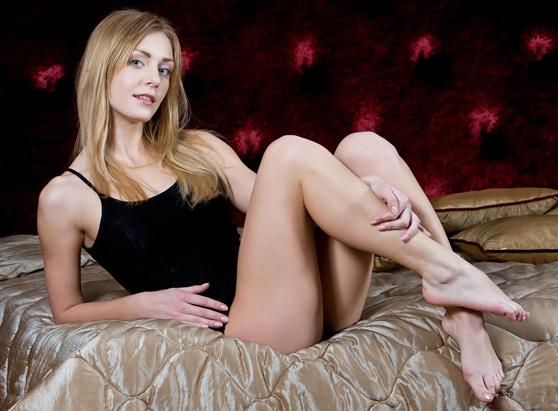 Sharon D: Sebille, by Rylsky, explicit pix with foot fetish flavor
