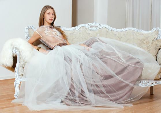 Katherine A: The Offer, by Alex Sironi, leggy nubile/pretty art photos