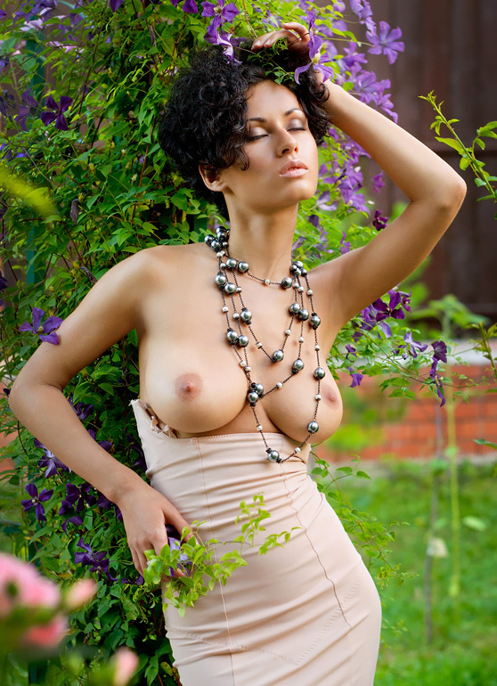 Pammie Lee: Annysia, by Tony Murano, busty beauty, explicit erotic pix