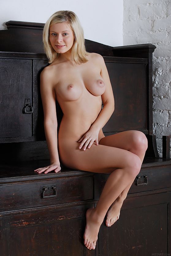 Oliwia A: Vexo, by Alex Sironi, explicit nudes/smiling blonde