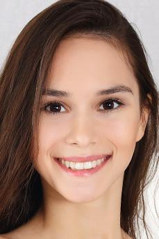 Leona Mia