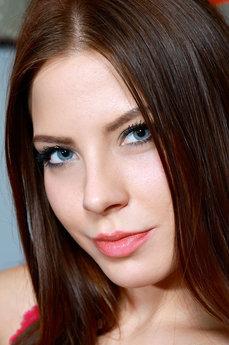 Nicki Raye